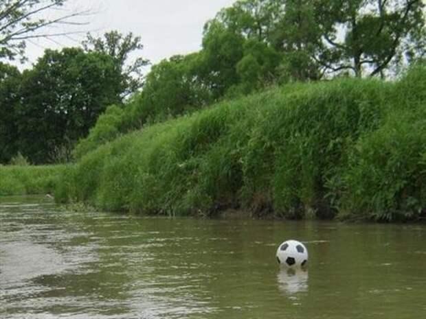В Краснодаре вытащили из реки тонувшего подростка