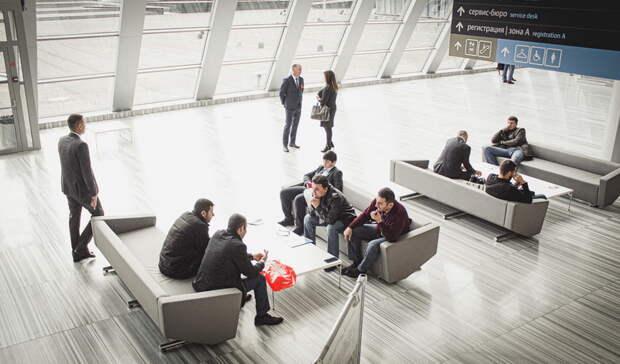 Десятки рейсов авиакомпании «Уральские авиалинии» задержаны вМоскве