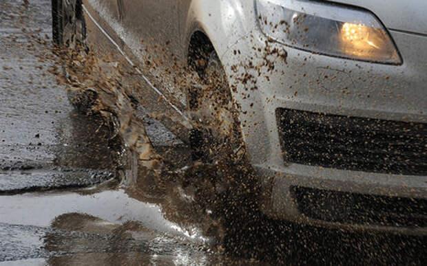 Автовладелец отсудил деньги за разбитые дороги. Мэрия заявила на него в полицию