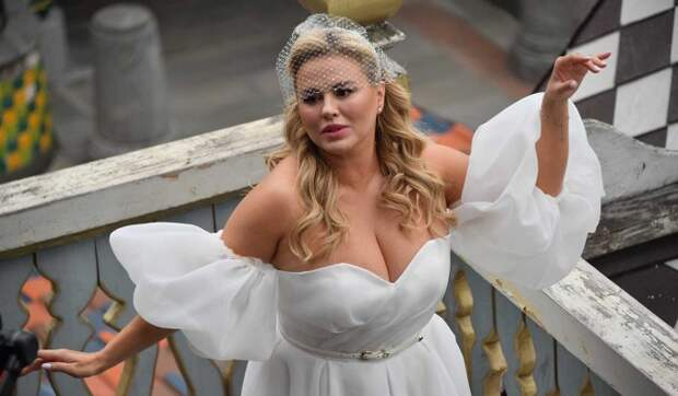 Семенович потребовала от продюсера «Блестящих» полмиллиона рублей