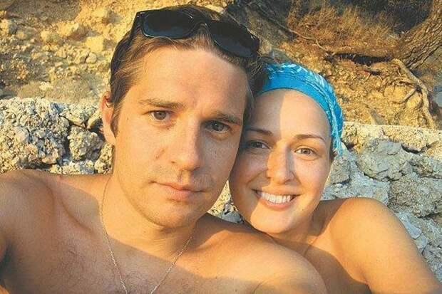 Звезда сериала «Гадалка» Анна Тараторкина развелась с мужем