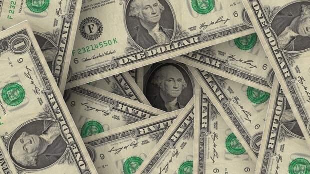 """Экономист предупредил о вероятных """"сюрпризах"""" при покупке доллара"""
