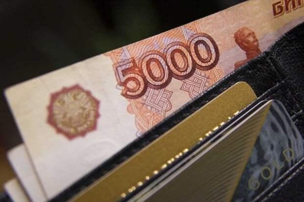 Минтруд: прием заявлений на выплаты семьям со школьниками начнется в июле