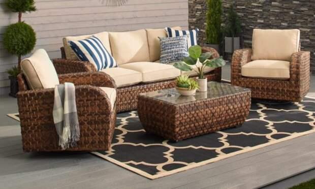 диван, столик и кресла из ротанга