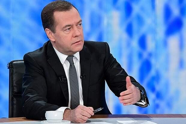 Медведев: Некоторые страны пытаются ограничить работу России в Арктике