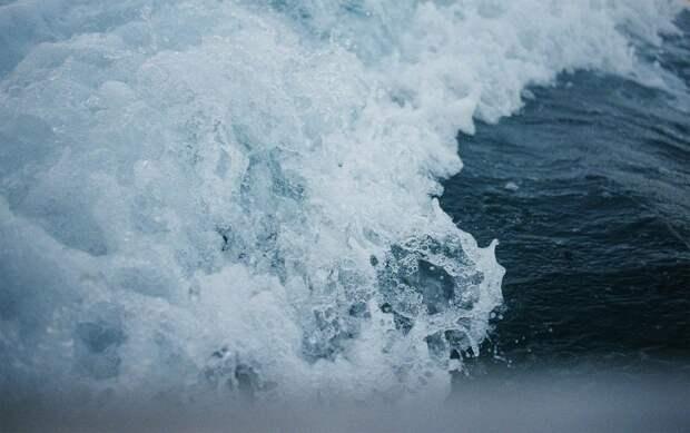 Камчатку накроют 9-метровые волны: МЧС объявило штормовое предупреждение