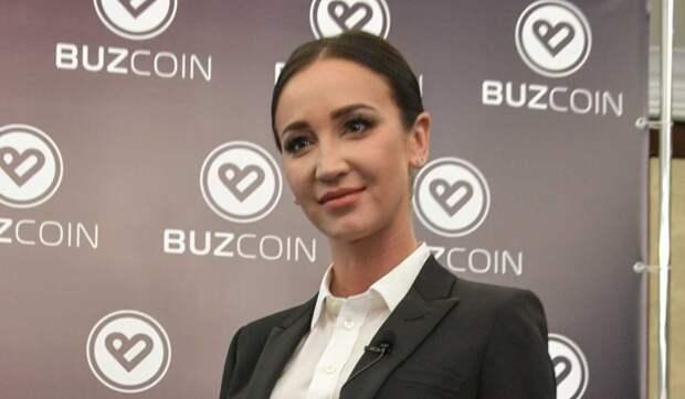 «Тяжело работающая девочка»: Соловьев приласкал Бузову с ее ролью во МХАТе
