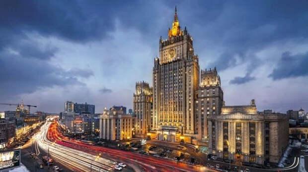 МИД РФ высылает 10 американских послов
