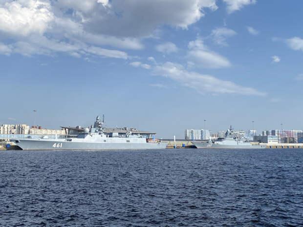 В Петербург прибыли 17 военных кораблей и катеров, но никто их не увидит