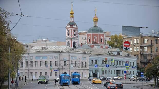 Дептранс назвал дачникам лучшее время для быстрого выезда из Москвы