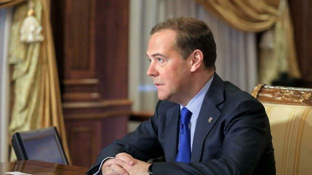 """Медведев рассказал, к чему ведут слова США """"Россия заплатит цену"""""""