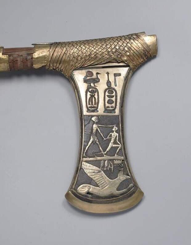 Топор из гробницы царицы Аххотеп, Фивы, XVI в. до н.э.