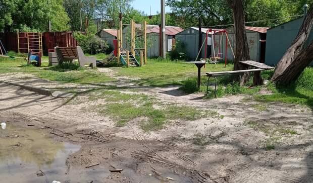 Год ждут новую детскую площадку жители Вятской вРостове
