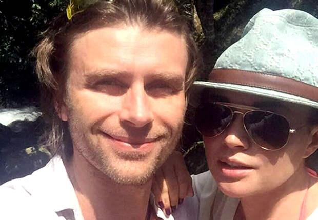 Блог в поддержку Заворотнюк опубликовал фото актрисы с мужем в важную дату