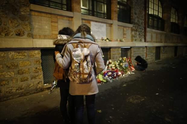 Мемориальная доска в Париже