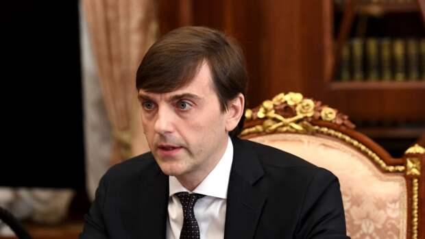 Глава Минпросвещения оценил действия вахтера и учителя при стрельбе в Казани