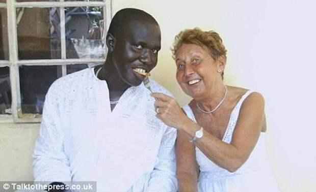 Зачем британские пенсионерки едут в Гамбию
