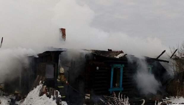 На Среднем Урале сгорели семь построек, в том числе жилые дома