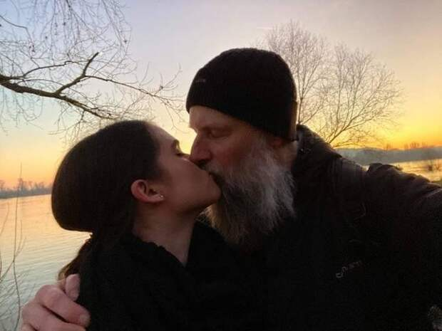 Любви все возрасты покорны: студентка влюбилась впреподавателя на27 лет еестарше