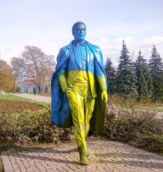 На памятник Кобзону - ни рубля из бюджета - вот же есть!