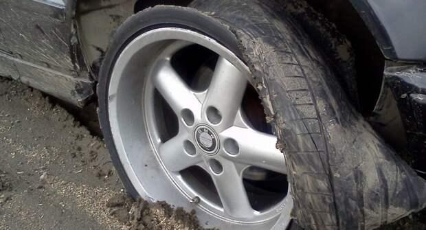Что делать, если в дороге лопнуло сразу 2 колеса