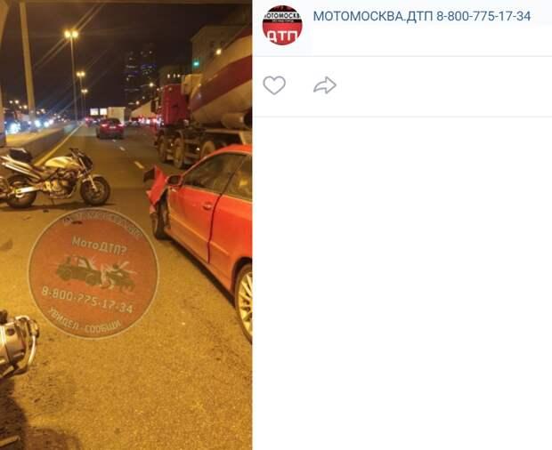 Водитель «Мерседеса» и мотоциклист не поделили полосу на проспекте Мира