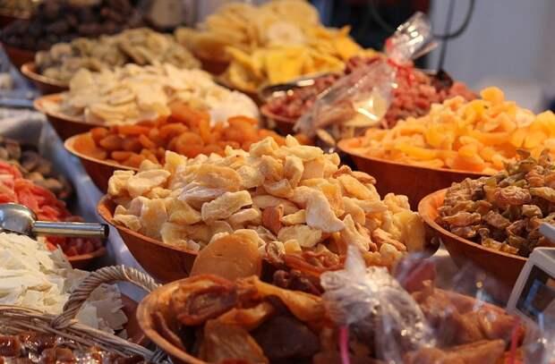 Еда и перекусы, которые вредно есть перед сном