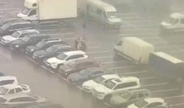 Мужчина похитил 600 тысяч рублей из припаркованного «Мерседеса»