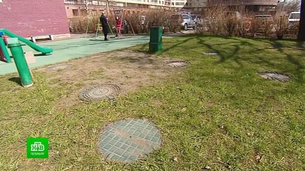 В Петербурге теплоэнергетики заставляют демонтировать детские площадки от закопанных труб с кипятком