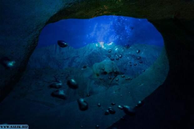 Ученые обнаружили, что воды всех океанов утекают в … Марианскую впадину. Куда уходит вода?