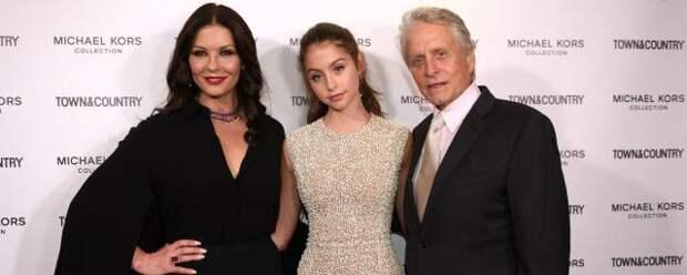 Майкл Дуглас рассказал, что его приняли за дедушку на выпускном его дочери