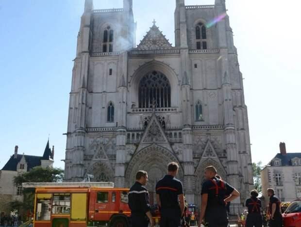 Пожар в нантском соборе почти наверняка был поджогом, но виновный пока не установлен