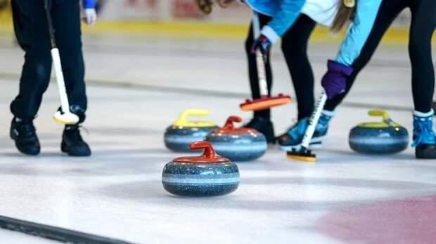 Керлингистки сборной РФ квалифицировались на ОИ в Пекине и вышли в плей-офф ЧМ