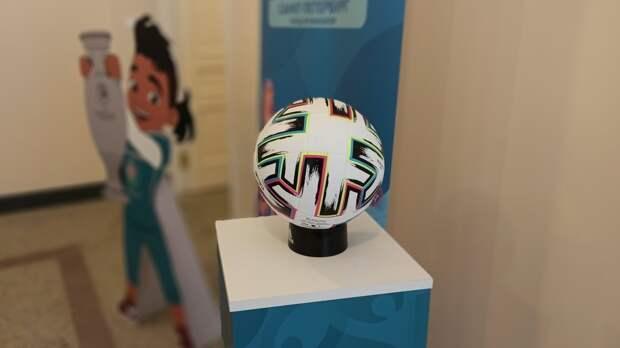 Телевизионную студию в виде мяча установили в Петербурге перед Евро-2020