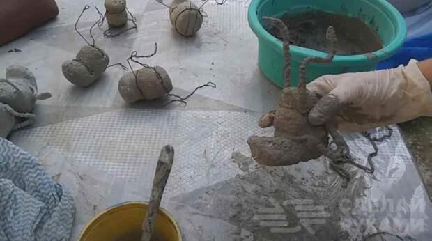 Как сделать забавных лягушат из цемента для украшения сада
