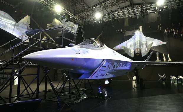 Будем жить! — русские стоят вдолгих очередях, чтобы увидеть модель нового истребителя (ВИДЕО)