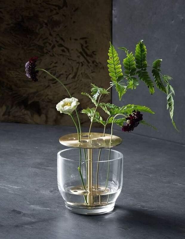чтобы цветы в вазе стояли