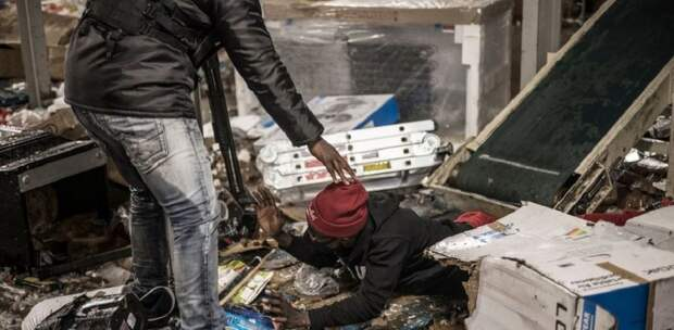 В ЮАР арест экс-президента привел к гибели больше 100 человек, возникла угроза голода