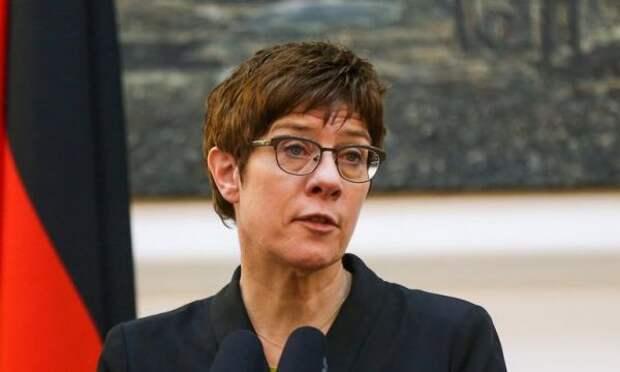 Министр обороны ФРГ считает Россию угрозой для Европы