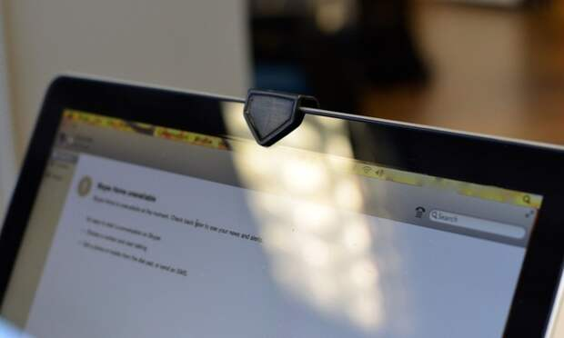 Нужно ли заклеивать вебкамеры на ноутбуках?
