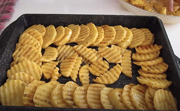 Смешиваем килограмм картофеля с курицей: ингредиенты обычные, но получилось совсем новое блюдо