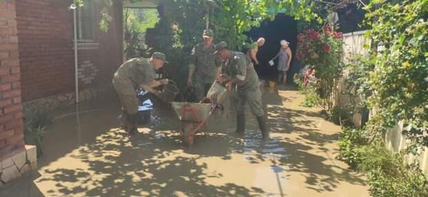На помощь жителям Керчи и Ялты прибыли мобильные отряды Черноморского флота