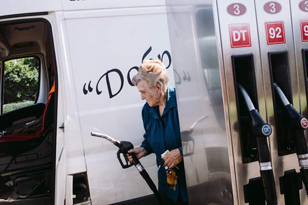 Галина Ивановна, несмотря на свой почтенный возраст, занимается всеми делами самостоятельно. Фото: Наталья Булкина.