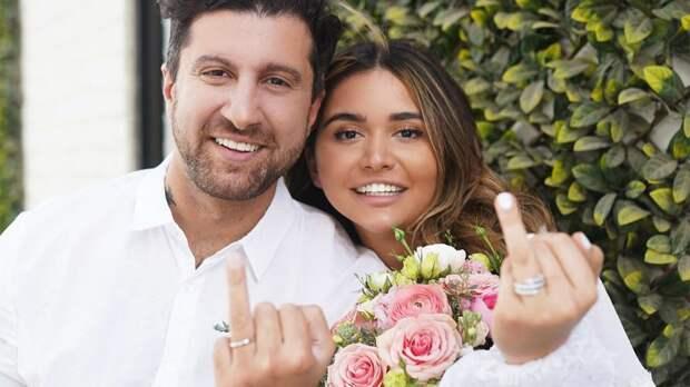 Амиран Сардаров женился на внучке экс-президента Узбекистана Каримова. В прошлом ее тетя Гульнара рулила футбольным «Бунедкором» и даже привезла в Ташкент Ривалдо