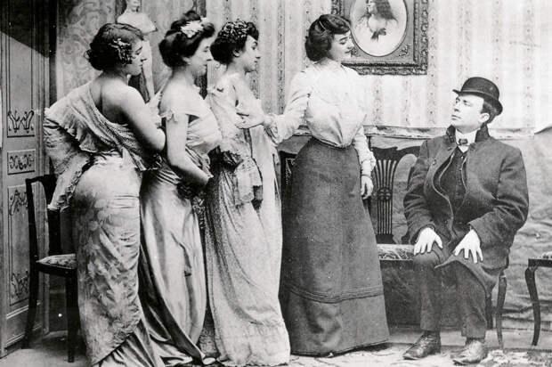 Как хозяйки борделей Российской империи боролись с незарегистрированными секс-работницами