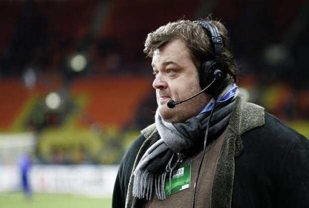 Спортивный комментатор Василий Уткин заявил, что запереть себя дома он мог и без государства