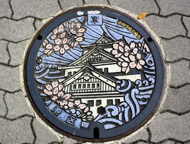 10. Почти каждая крышка канализационного люка здесь - произведение искусства! в мире, интересное, полезно, путешествия, страна, факты, фото, япония