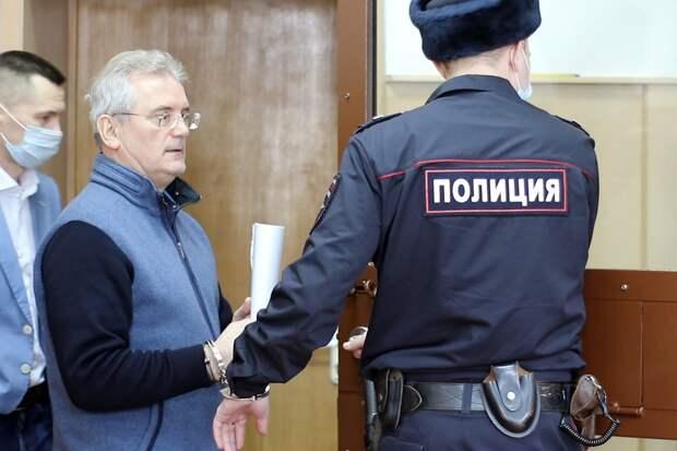 Иван Белозерцев признал факт взятки в 20 млн рублей отбизнесмена Шпигеля