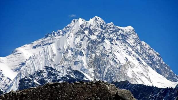 Три российских альпиниста без вести пропали в Гималаях