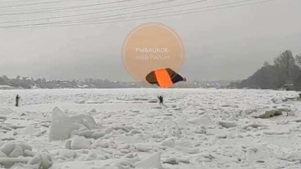 В Петербурге экстремалы прыгнули с высотки в Неву